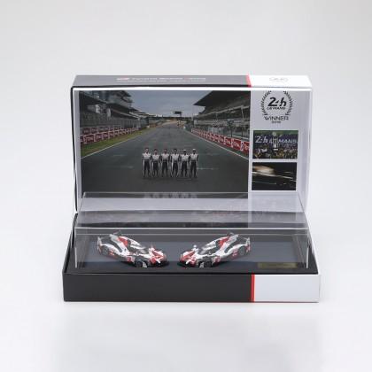 Voiture miniature du Mans sur le podium, échelle 1:43